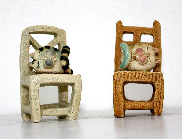 Cod. 026 • Piccola sedia con gatto – 4 x 4 x 8 cm