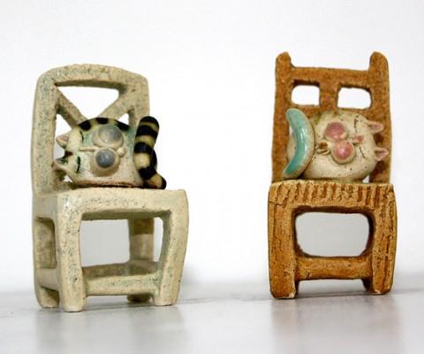 Cod. 026 Piccola sedia con gatto